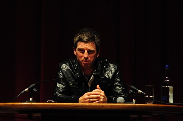 Noel Galager – Dokumentarac, rasprodana Brikston Akademija i svađe sa bendovima